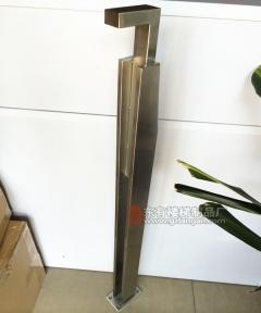 客户来图订做7形刀头立柱实拍