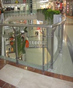 正佳广场中庭玻璃栏杆使用寿命长达20年