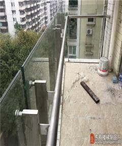 柏惠花园玻璃栏杆玻璃外挂不占空间