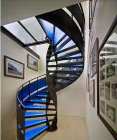家装楼梯除了直上直下还可以如何?