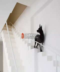 这么好看的楼梯设计让你不得不喜欢复式结构——充满人文关怀的楼梯