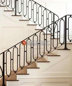好的楼梯由护栏来提升